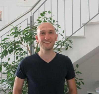 Hier sehen Sie unseren Neuen Mitarbeiter Daniel Dutzi. Er ist ab sofort für die Lagerverwaltung bei uns verantwortlich.