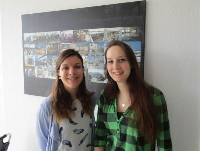 Selina und Eva haben die Weiterbildung zur Industriefachwirtin erfolgreich bestanden.
